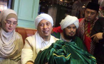opick Bawa Rambut Nabi Muhammad SAW